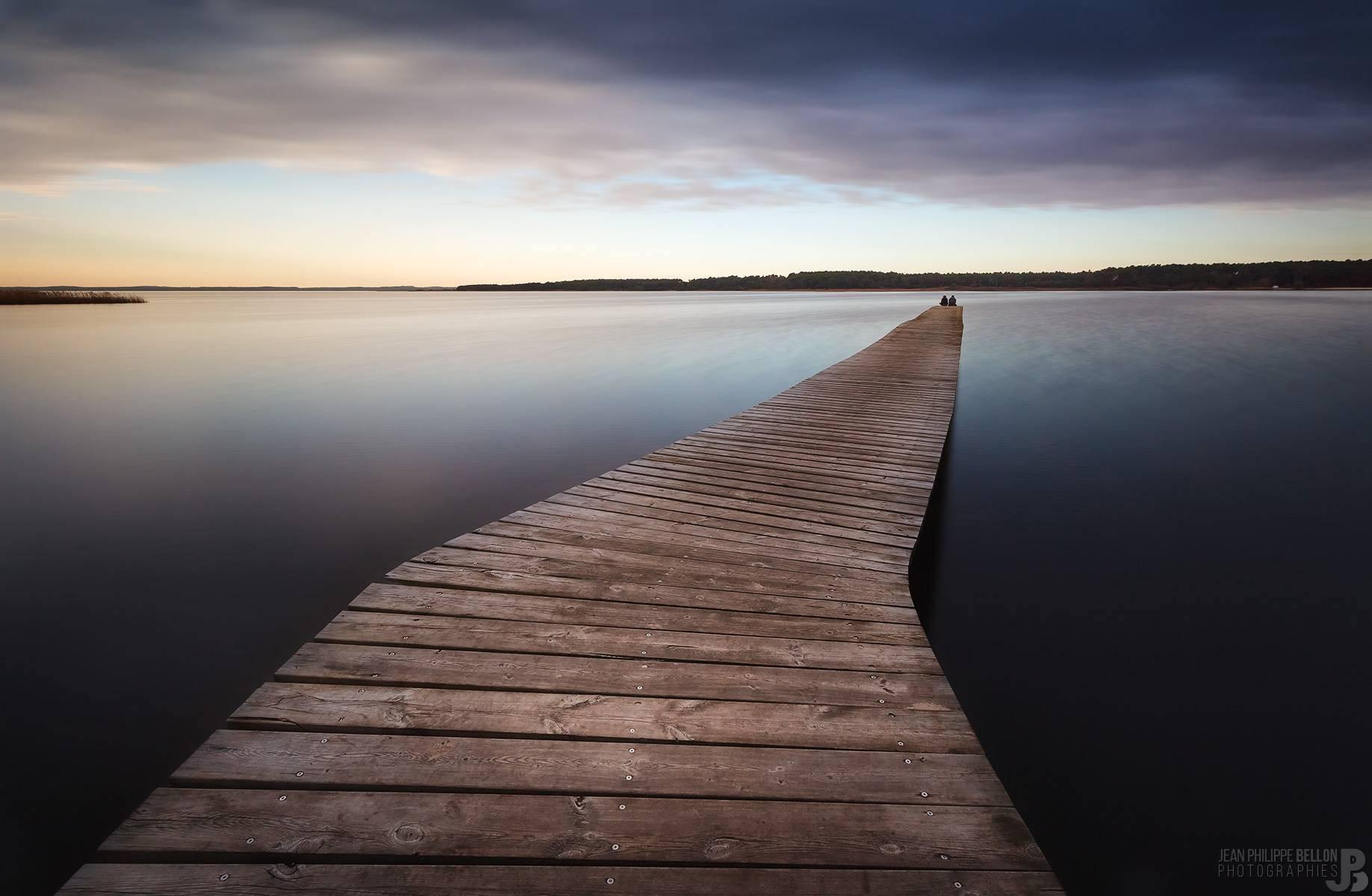 Coucher de soleil sur le ponton du lac de Sanguinet