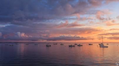 Photo de Arcachon - Lever de soleil sur les bateaux aux corps morts